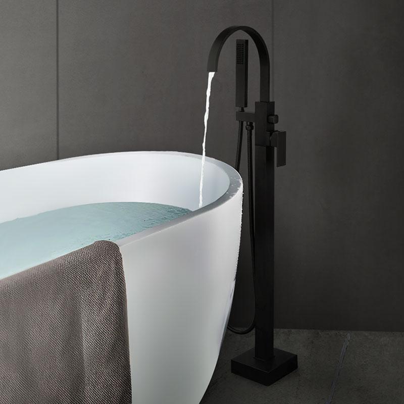 Robinets de remplissage de baignoire Arcora noirs à poignée unique montés au sol avec douche à main